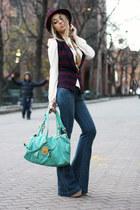 navy dl1961 jeans - brick red H&M hat - neutral Luluscom shirt