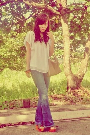 white chiffon top - navy denim Aeropostale jeans - beige Gucci bag