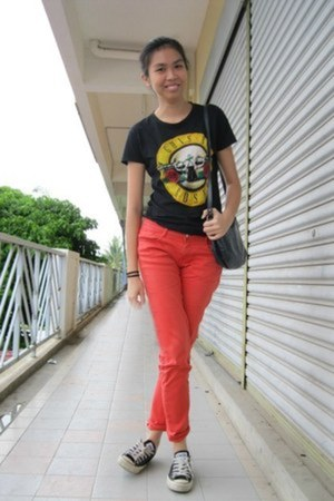 vintage bag - Zara pants - unknown brand t-shirt - Converse sneakers