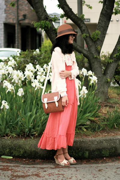 salmon thrifted vintage dress - brown from japan hat - brown Retro Girl bag - li