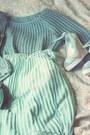 Teal-murua-skirt-teal-oasap-bag-aquamarine-celine-heels-teal-jumper