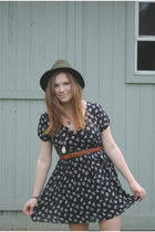 Forever 21 dress - flea market hat - free people clogs - thrifted belt