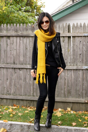 booties Nine West boots - black H&M shirt - bright colors Forever 21 scarf