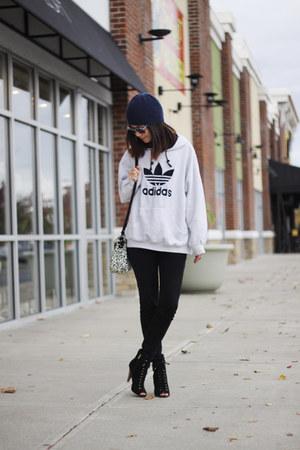 off white oversized Adidas sweatshirt - black heels Forever 21 boots