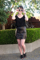 dark brown unknown brand skirt - black Glassons t-shirt