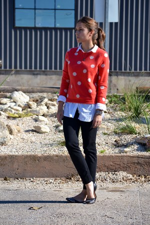 salmon polka dot equipme sweater - black Theory pants