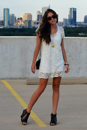 ivory lace zinke dress - black Chanel bag - black laser cut Kelsi Dagger wedges