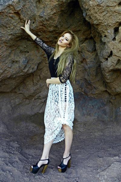 off white lace slit skirt Buffalo Exchange skirt - black H&M dress