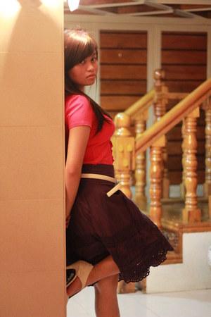 pink ruffled Kamiseta shirt - belt - sm dept store skirt - white vnc heels