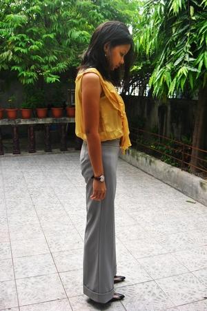 Plains and Prints top - pants - Janylin shoes