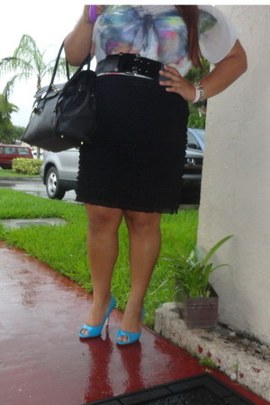 black unknown skirt - turquoise blue open toe pumps Candies heels