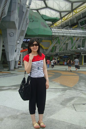 random from Hong Kong top - Mango top - giordano leggings - Uniqlo top - Forever