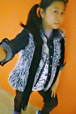 light blue fur vest OASAP vest - blue blue Bazaar jeans