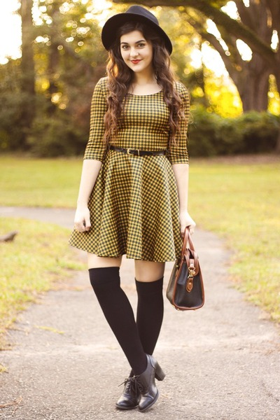 mustard houndstooth Boohoo dress - navy vintage dooney and bourke bag