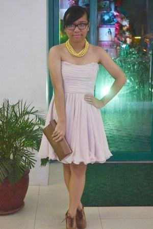 gold necklace - light pink dress