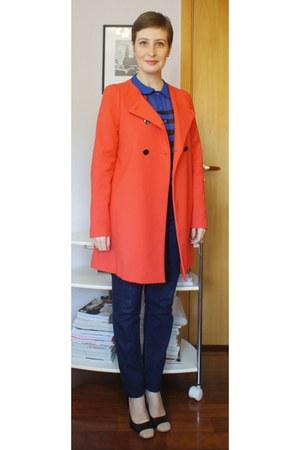 coral Zara coat - navy Levis jeans - navy Gisele Bndchen para C&A shirt