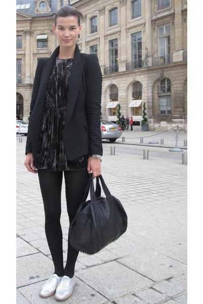 Black Shirt Black Leggings