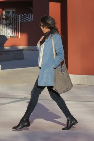 violet unknown coat - black leather unknown brand boots - navy Zara jeans
