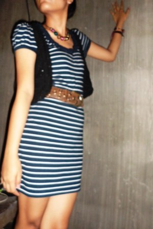 crochet vest - stripes dress - brown leather Topshop belt