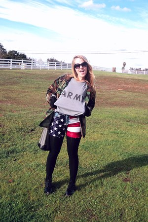 heather gray army GO ARMY t-shirt - black doc martens boots