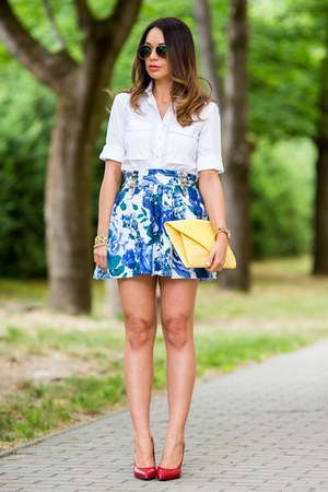 navy floral Atmosphere skirt - white Zara shirt - yellow clutch Bershka bag