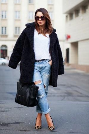 black SANDRO coat - sky blue Zara jeans - black Celine bag - white t-shirt