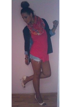 light blue ripped DIY shorts - navy Todor blazer - hot pink H&M shirt