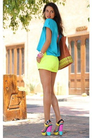 Musette bag - Pull & Bear shorts - Nine West sandals - collective top