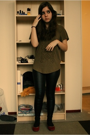 Zara t-shirt - Bershka leggings - Bata shoes - H&M socks