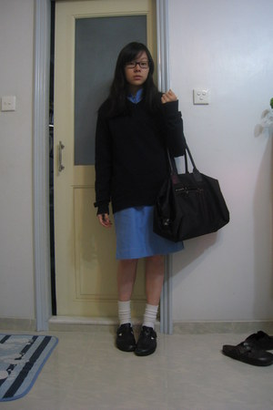 black Birkenstock shoes - black agnes b bag - navy Uniqlo cardigan