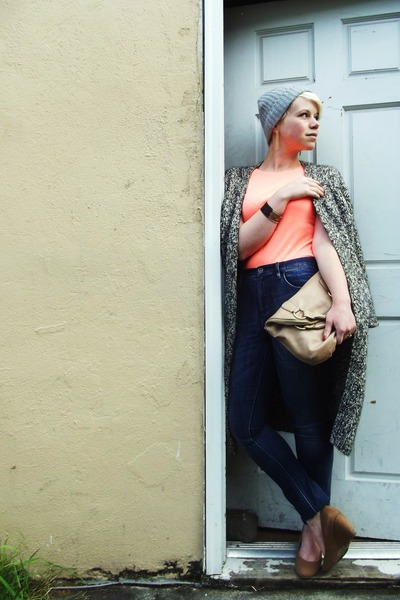 navy highriser madewell jeans - heather gray knit H&M hat - beige Aldo purse
