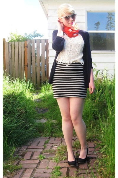 red H&M scarf - heather gray Forever21 skirt - navy JCrew cardigan - light pink
