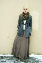 camel leopard print H&M scarf - gray vintage leather coat - ivory wool sweater