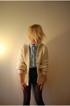 cream vintage sweater - light blue Ralph Lauren shirt - navy shorts
