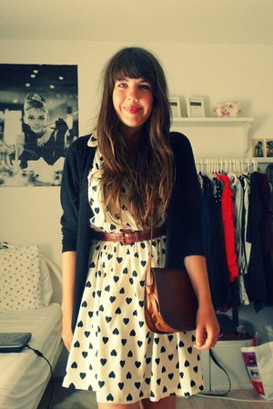 Primark dress - Secondhand bag - Secondhand cardigan - Secondhand belt