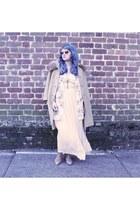 tan scoundrel Seychelles boots - camel fur collar vintage coat