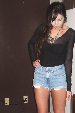 H&M top - Vintage Levis shorts - Target boots - forever 21 necklace - Target acc