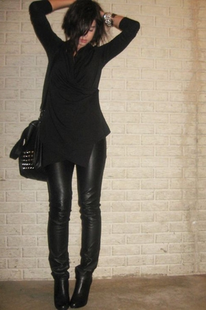Forever 21 shirt - H&M divided black pants - Steve Madden boots - Zara purse - F
