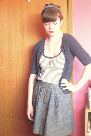Rubbish sweater - BDG skirt - Urban Outfitters necklace - Fuego accessories - No