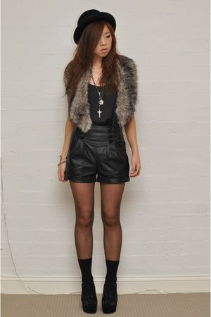 black Dotti top - black Jeffrey Campbell shoes - black Sportsgirl hat