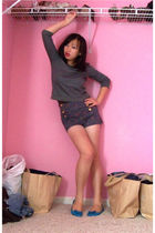gray Urban Outfitters top - blue Zara shorts - blue Urban Outfitters shoes