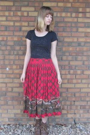 red thrifted skirt - brown kohls boots - black Uhl Studios shirt