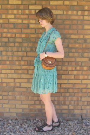 bronze vintage purse - turquoise blue elle dress - black DSW sandals