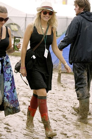 brown boots - black dress - straw hat - Red socks - Red sunglasses