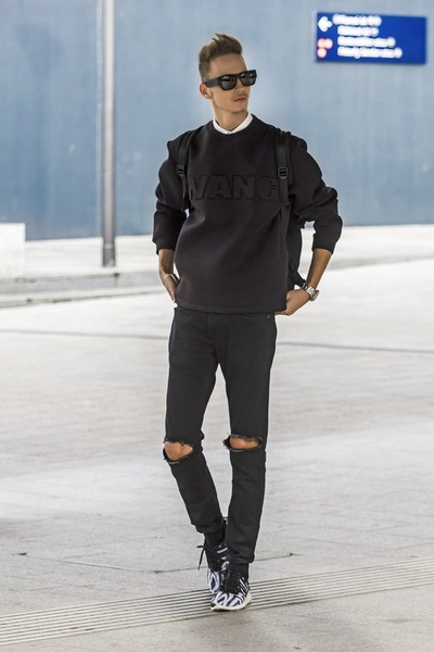 black ripped jeans jeans - black neoprene ALEXANDER WANG X H M Look sweater b6c23bca40