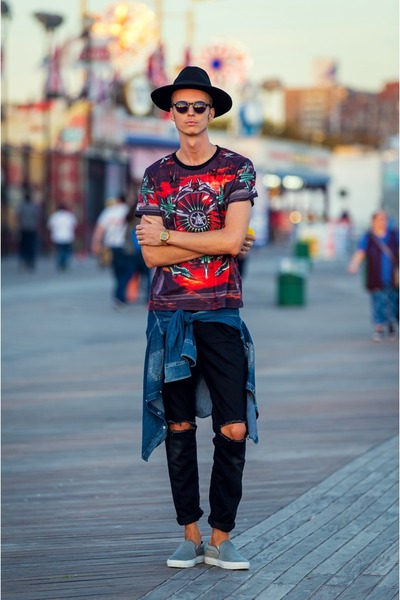 red Givenchy t-shirt - silver AxelArigato shoes