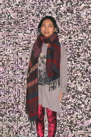 navy xlstripes H&M scarf - ruby red nylon velvet romwe leggings