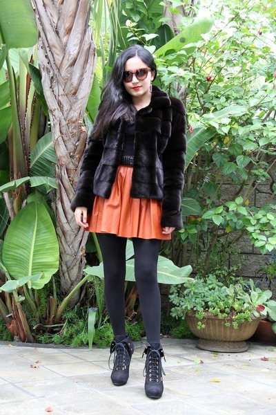 Alice  Olivia skirt - Louis Vuitton boots - Black Forest coat
