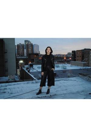 gray turtleneck knit Nordstrom shirt - black Jeffrey Campbell boots