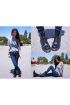black dr martens Dr Martens boots - navy skinnies Levis jeans